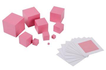 соотнести размеры куба и карточки